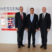 Foto: v.l.n.r. Peter Beuth, Haim Bibas, Uwe Becker © Hessisches Ministerium des Innern und für Sport