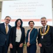 Foto: v.l.n.r. Armin von Ungern-Sternberg, Sylvia Weber, Naika Foroutan, Peter Feldmann © Stadt Frankfurt/Heike Lyding