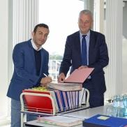 Foto: Planungsdezernent Mike Josef mit Geschäftsführer der ABG Frankfurt Holding, Frank Junker © Stadtplanungsamt Frankfurt