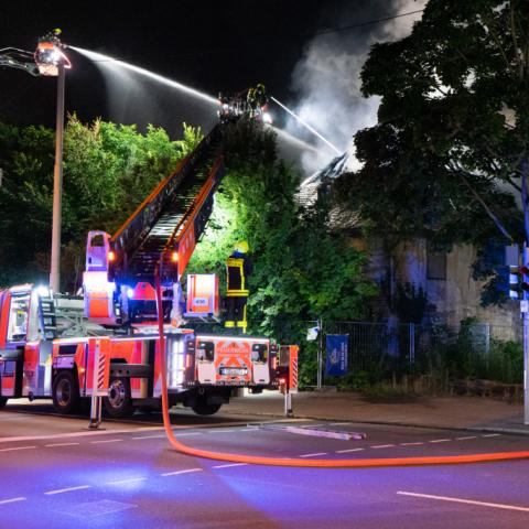 Polizei vermutet Brandstiftung
