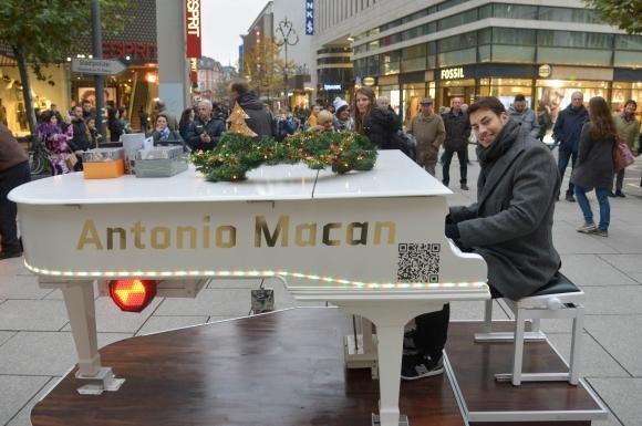 Journal Frankfurt Nachrichten - Pianist Antonio Macan spielt auf der ...