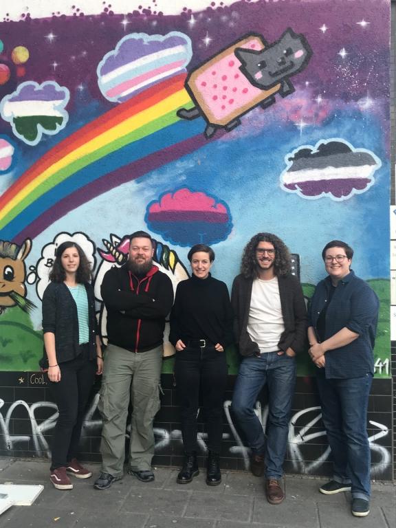 Foto: Team des Kuss41. © Kuss41 – Queeres Jugendzentrum