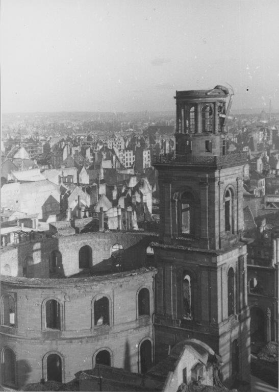 Foto: AUSGEBRANNTE PAULSKIRCHE, 1946; Kurt Weiner, Institut für Stadtgeschichte