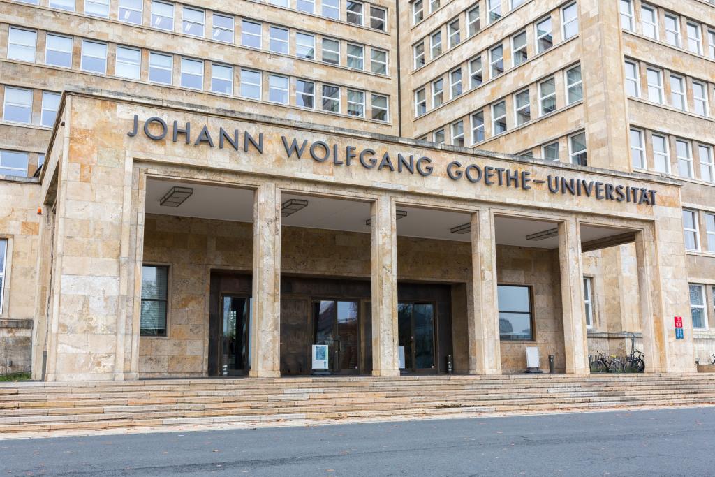 Foto: Die Studierendenwohnhäuser sind auf dem Sport-Campus der Goethe-Universität in Ginnheim entstanden.© AdobeStock/Chris Redan