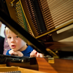 Wo ist der Ton versteckt – Die kleinen Klavierbauer